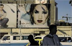 Diana.    ( Cairo ) (José Luis Cosme Giral) Tags: diana people men cars streetphotography fotocallejera nikon provia400 scanned cairi egypt 2002