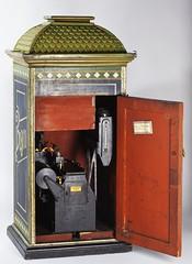 Fotoautomaten Bosco (Tekniska museet) Tags: tekniskamuseet thenationalmuseumofscienceandtechnology attsevärlden fotografi bosco fotoautomat conrad bernitt conradbernitt ellinoralgin ferrotyp photobooth photography ferrotype