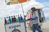 Ambulantes em Porto de Galinhas (leosoueu) Tags: nordeste pernambuco praia beach brasil portodegalinhas ipojuca vendedores ambulante camelô comércio informalidade crise raspadinha