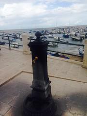 Acqua (Safry) Tags: porto barche puglia bari mare fontana