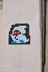 Invader (emilyD98) Tags: space invader insolite paris street art rue urban exploration urbaine urbain artiste artist installation wall mur mosaic mosaique carrelage