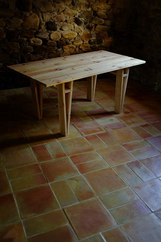 Mari table on terracotta floor