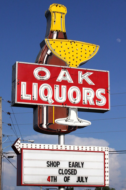 Oak Liquors neon sign - Manchester, TN