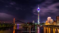 Düsseldorf Medienhafen (mr.wohl) Tags: nacht nachtaufnahme düsseldorf fernsehturm medienhafen wasser rhein spiegelung lichter