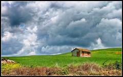La casa tra le nuvole (robertar.) Tags: casa nuvole sky landscape lazio italia campagna