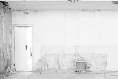 high key chair (conspectus_bs) Tags: marode zerfall ruine brache verfall verlassenerort épuisé péremption abaissement déchéance dégradation désintégration dislocation délabrement friche ailing decay deterioration ruins lostplace urbex urbanexploration urbanexploring abandoned conspectus wasteland nohdr highkey
