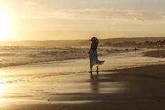 Il mare non ha paese nemmen lui... (sensdessusdessous) Tags: mare donna