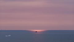 隱身的太陽 (lgf55555(基福)) Tags: 太陽日落 小船 簡單