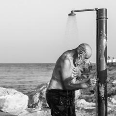 Shower 2017-09-05 (Michael Erhardsson) Tags: ayianapa cypern resa 2017 man beachlife onthebeach shower dusch