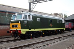 D7017 Old Oak Common 2nd September 2017  E1880 (focus- transport) Tags: trains old oak common open day classes 31 47 50 57 180 800 d british railways br oliver cromwell tornado colas gbfr gbrf gwr hst rail operations group railcar diesel steam great western railway high speed train gb freight