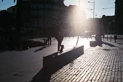 Skating \\ Praça dos Leões (Porto) (andreseabra223) Tags: olympusom30 olympus om30 35mm film analog fujicolor superia xtra 400 50mm zuiko50mm zuiko om lenses asa istillshotfilm skateboard skating ollie grinding street photography sunset