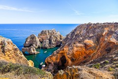 Lugares para soñar (allabar8769) Tags: agua algarve barcas lagos mar paisaje puntadepiedade rocas