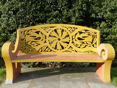 Sonnenbank-sunbed (Anke knipst(offline for a while)) Tags: london dagenham bank bench gelb yellow blume vögel birds flower centralpark