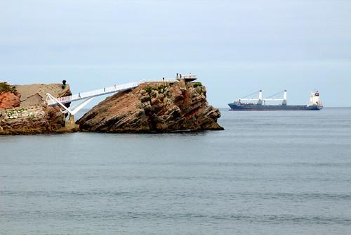 Un barco carguero y el mirador