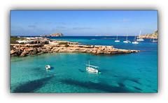 Un peu de rêve... (jldum) Tags: smartphone crique lagon boat water sea vacances espagne baléares bleu îles paysage eau mer ibiza
