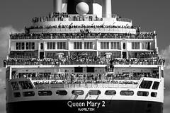 Queen Mary 2 (Philippe POUVREAU) Tags: jaune noirblanc croisière cruise ship paquebot saintnazaire loireatlantique paysdelaloire saintbrevin bridge2017 thebridge estuaire loire france 2017 queenmary2 cunard course joubert navire