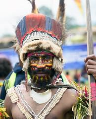 man yellow red stripes (kthustler) Tags: goroka singsing papuanewguinea tribes huliwigmen mudmen