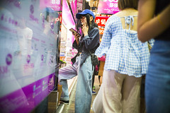 Street style (人間觀察) Tags: leica m240p leicam leicamp f20 f2 hong kong street photography people candid city stranger mp m240 public space walking off finder road travelling trip travel 人 陌生人 街拍 asia girls girl woman 香港 wide open ms optics apoqualiag 28mm apoqualia optical night