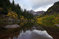 Overcast Beauty (Bernie Duhamel) Tags: maroonbells maroonlake marooncreekrd aspen aspentrees fall fallfoliage colorado colors reflection lake water sony1018mm sonya9 teamsony rockymountains bernie duhamel greatphotographers trees mountains snow autumn