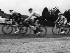 Tour de France (Christian Güttner) Tags: tyskland deutschland germany schwarzweis schwarzweisfotografie svartvitt sw europa ecodeveloper etrs niemcy nrw alsdorf analog analogue rollfilm fomapan400 foma fomapan monochrome mediumformat mittelformat moerschecodeveloper czarnobiale blackandwhite bw bike bicycle rower zenzabronica outdoor film fahrzeug