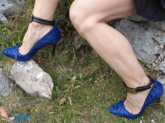 Châteauneuf (Sofeet !) Tags: ankle anklet arch blue zebra cleavage feet female foot gap heel high leg legs nature peopleenjoyingnature pretty pump pumps sensual sexy shoes sofeet sweet
