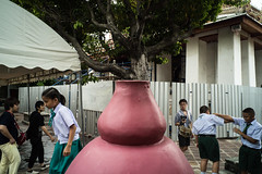 * (Sakulchai Sikitikul) Tags: street snap streetphotography sony bangkok watpho thailand 28mm a7s voigtlander temple