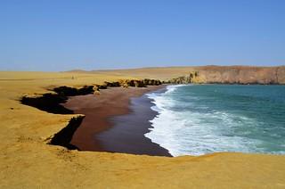 Red Sand Beach (Paracas National Reserve, Peru)
