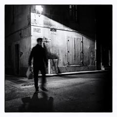 Arles. (Hugedé Loïc) Tags: arles night shadow man bag light stone window