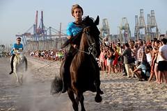 CORRER (Buscavientos) Tags: carrera caballos joies joyas pinedo valencia españa spain pañuelo puerto arena playa premio nikon