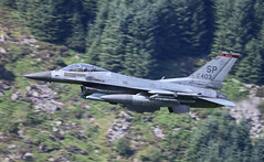 Lockheed Martin F-16 Fighting Falcon SP AF91 403 016-1 (cwoodend..........Thanks) Tags: 2017 july2017 wales snowdonia machloop mach machlooplfa7 lfa7 lowfly lowlevel usaf 480tacticalfightersquadron 480tfs bluebell spangdahlem af91403 403 spaf91403 lockheed lockheedmartin f16 viper fightingfalcon lockheedmartinf16