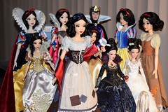 Rags Snow White Joins My Desktop Disney Doll Display - 2017-08-03 (drj1828) Tags: disneystore limitededition doll snowwhiteandthesevendwarfs snowwhite rags wishing deboxed desktop evilqueen regina onceuponatime 12inch 17inch