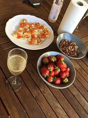 Mingel 10/8 (Atomeyes) Tags: mat champagne mingel chips stenbitsrom smetana nötter jordgubbar