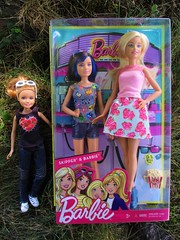 Barbie & Skipper 3D Movie set (flores272) Tags: barbieskipperdolls3dmovie barbiedoll skipperdoll barbieskipper3dmovieset stacie staciedoll barbiemovieset barbiesister barbieclothing outdoors barbiegoestothemovies walmart