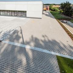 Vandemoortele-6499-0716 (EbemaNV) Tags: oostkamp bouwmaterialen vande moortele kortrijksestraat 181 8020 aviena circle grastegels grasbetontegels met groef rockstone dark 20x5x6