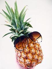 (Gislaine M) Tags: fruta abacaxi pineapple fruit brazil óculos coroa frutas fruits amador photooftheday oculos photo fotografia photography pineapples brasil foto