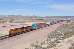 BNSF 7325 Barstow/California (Gridboy56) Tags: bnsf america usa barstow california railways railroad railfreight trains train locomotive locomotives freight containers liner intermodal 7325 7877