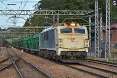 251 (firedmanager) Tags: renfe renfeoperadora railtransport renfemercancías tren train trena ferrocarril freighttrain 251 mitsubishi locomotora locomotive asturias villabonadeasturias