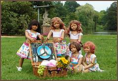 Kindergartenkinder ... besuchen Schloss Lembeck ... (Kindergartenkinder) Tags: sommer sanrike blumen personen kindergartenkinder garten blume park annette himstedt dolls kindra milina annemoni tivi wasserschlosslembeck