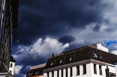 "Hoch am Himmel stehen dunkle Wolken...-High in the sky are dark clouds (Siggi-Dee) Tags: ""leica elmar 50mm f28 35mm b26w blackandwhite color digital film japan kodak leica leicam6 leicam9 leicamp m9 tokyo voigtlander street rangefinder leicam5 wetzlar solms"