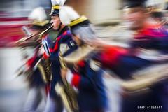 Kapelle Trachtenumzug München (Brigitte Graf) Tags: oktoberfest trachtenumzug wiesn musikkapelle münchen munich spielmannszug langzeitbelichtung long time exposure art artwork music blur