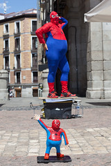 Camp Spider-Man, Madrid (Geraint Rowland Photography) Tags: spiderman entertainer madrid streetperformer spain funny comic comedy entertain fat fatty camp travel pose europe canon