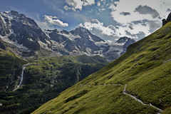 The Breithorn ,   the Schmadribachfall and the high road to Obersteinberg, Canton of Bern . No. 7427 . (Izakigur) Tags: berneroberland bern berne berna kantonbern dieschweiz d700 nikond700 nikkor2470f28 green high hiking 2017 iazakigur hope heaven lauterbrunnen water sky ilpiccoloprincipe thelittleprince myswitzerland musictomyeyes swiss svizzera lasuisse laventuresuisse liberty climbeverymountain thesoundofmusic busen busenalp