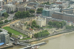Tower of London from the Shard (Steve Dawson.) Tags: toweroflondon tower london river thames royalpalace fortress crownjewels ravens theshard canoneos50d canon eos 50d ef28135mmf3556isusm ef28135mm f3556 is usm 29th july 2017 ridelondon weekend