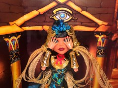 Watching you wondering what I feel inside (nevraforever) Tags: ghouliayelps cleodenile sdcc monsterhigh