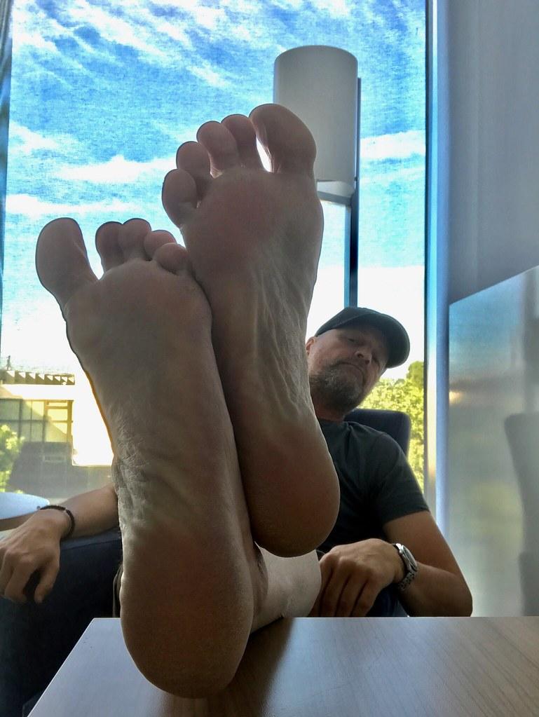 kebekus feet