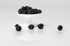 Bramen in Explore! (Geziena) Tags: fruit braam bramen spiegeling wit closeup explore