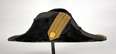 Bicorne Hat (Madison Historical Society (CT-USA)) Tags: madisonhistoricalsociety madisonhistory mhs madison connecticut conn ct country usa newengland nikond600 nikon d600 bobgundersen bostonpostroad route1 old historical history antiques museum interesting image inside interior photo picture hat uniform costume allisbushnellhouse abhouse 2485mmf3545g
