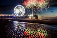 Vuurwerkfestival / Scheveningen 2017 (zilverbat.) Tags: denhaag vuurwerk fireworks scheveningen bild pier zuidholland zilverbat canon thenetherlands image beach reflections wallpaper waterfront northsea noordzee hotspot thehague vuurwerkfestival longexposurebynight night longexposurenetherlands nightshot nightphotography afterdark nightlights rad wiel wheel tourism toerisme vvv ngc world strand reflectie spectacle outdoor party