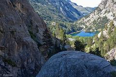 Ibón de los Baños (Panticosa) (Teresa Esteban) Tags: ibón panticosa lago huesca españa europa árbol montaña pirineo pirineos rocas