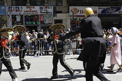 trump chasing mariachis - dominican parade nyc (branko_) Tags: dominican parade nyc desfile dominicano trump chasing mariachis